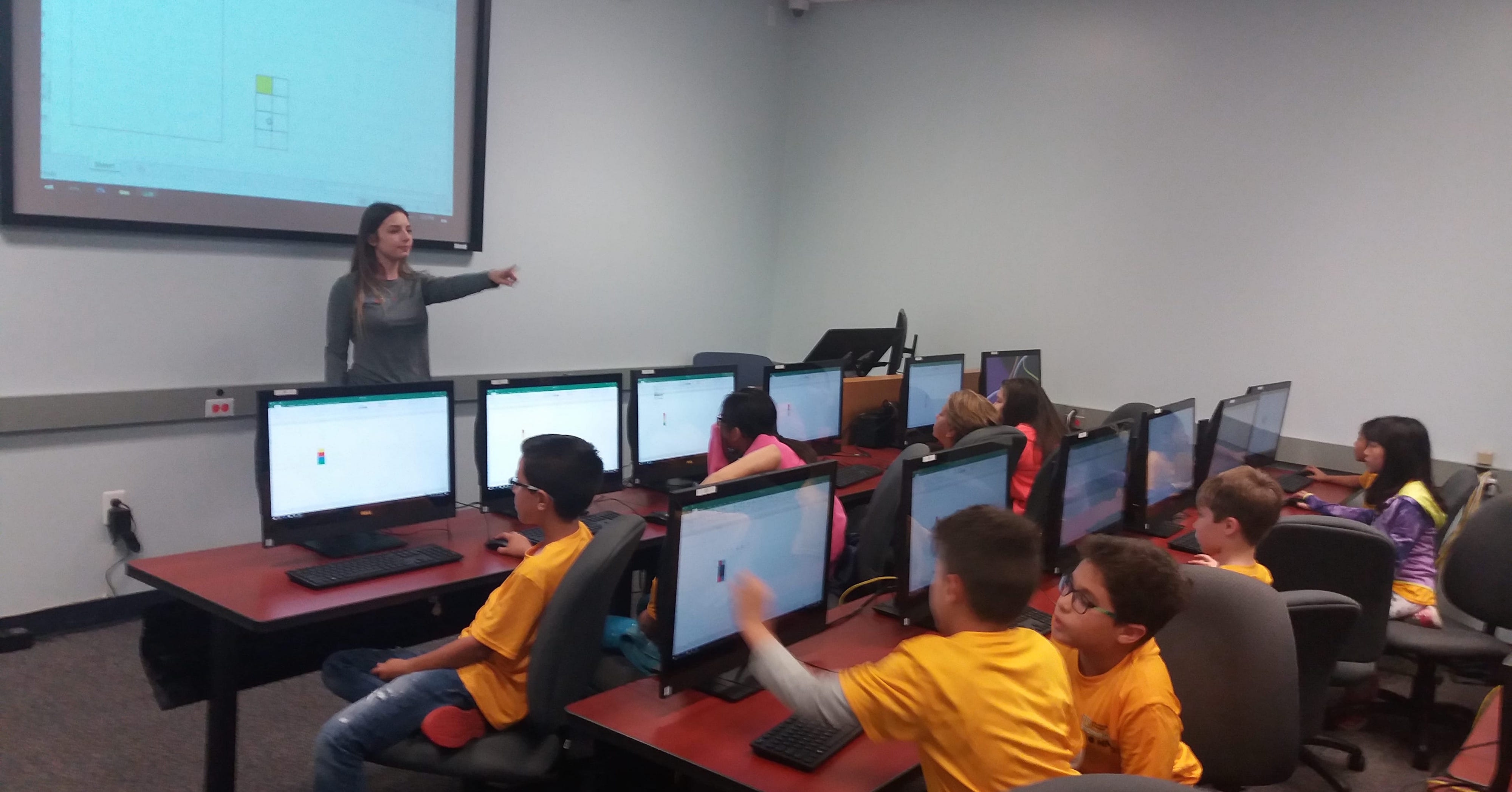 Photo of teach students stem at FIU CASE Spring Break 2018 Mini Camp