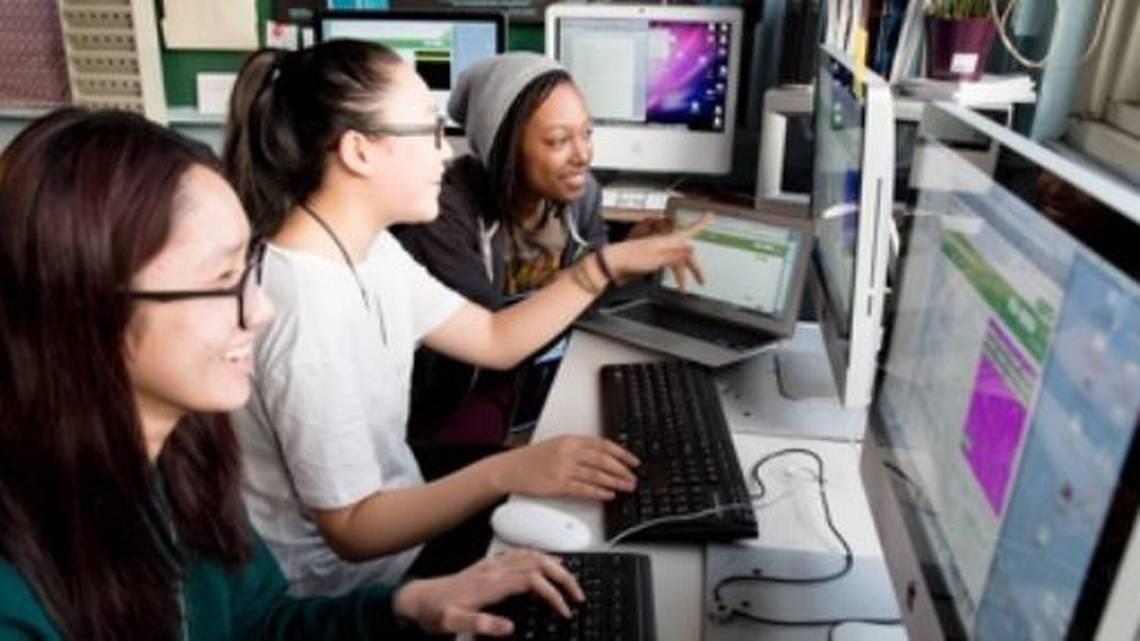 Photo Code/Art Girls coding